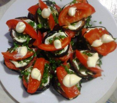 Салат из баклажанов и помидоров с чесноком
