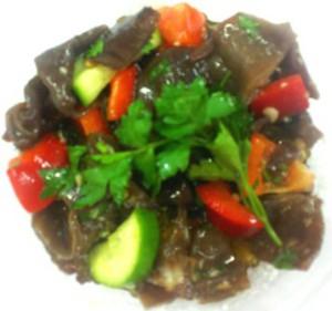 салат из черных древесных грибов