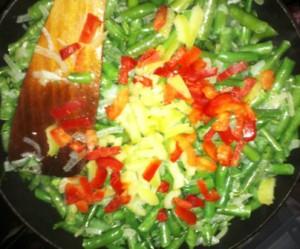 зеленая фасоль с овощами
